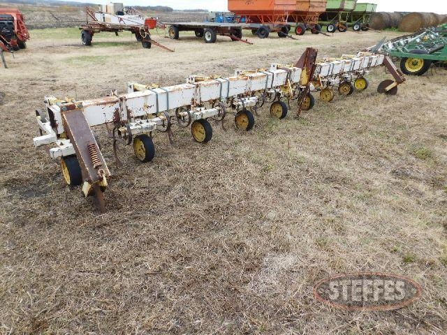 Cultivator, 8x30-, 3 pt., (5) S-tines per row_1.jpg