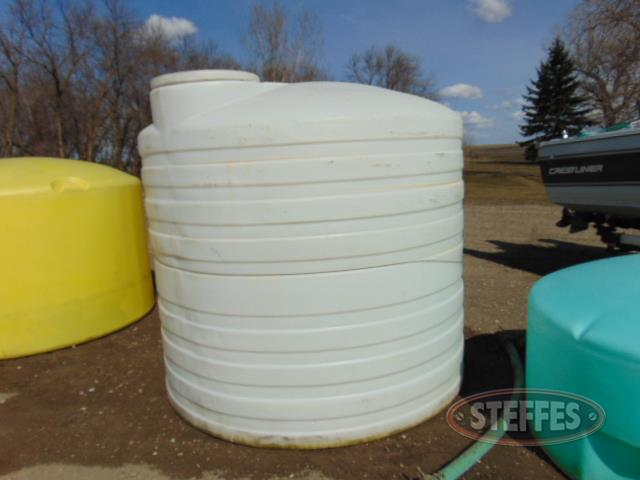 1,200 gal. water tank, white_1.JPG