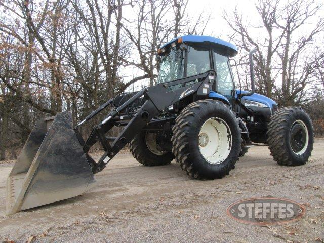 2005 New Holland TV145_0.JPG